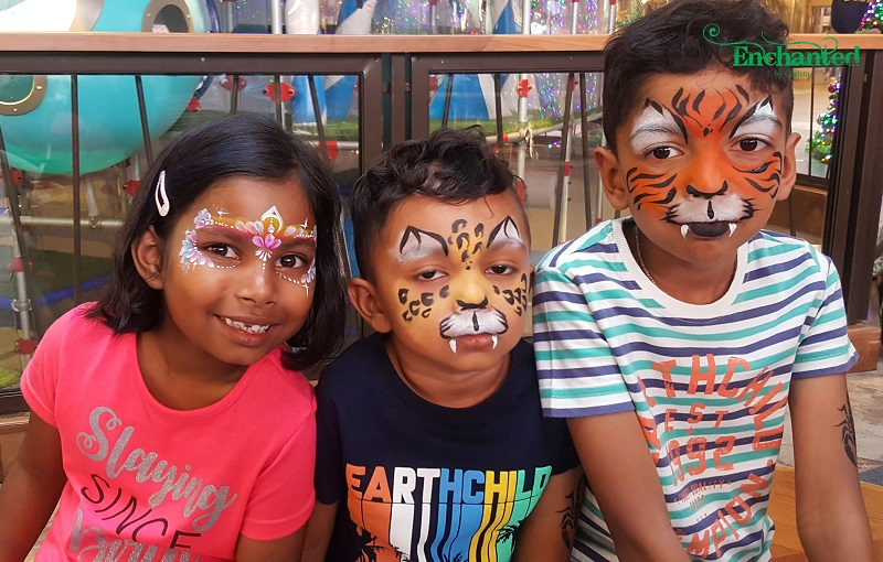 Almost all kids love face painting and especially this tiger- , cheetah- and princess face paint designs